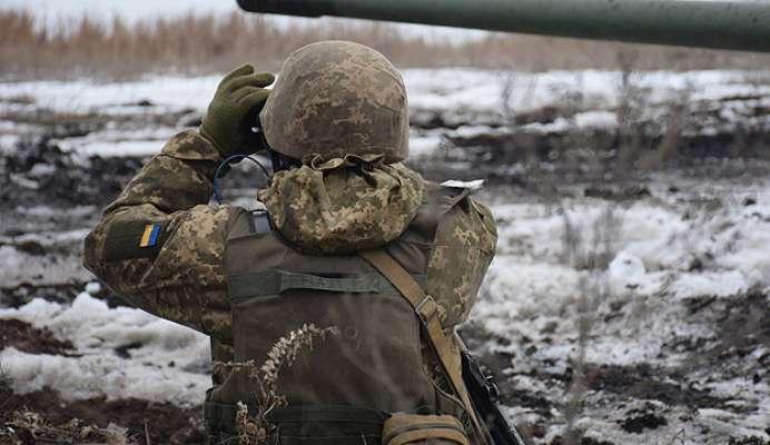 На Донбасі снайпер поранив українського військового