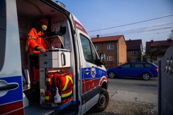 У Польщі на українця впала десятитонна труба: чоловік загинув на місці