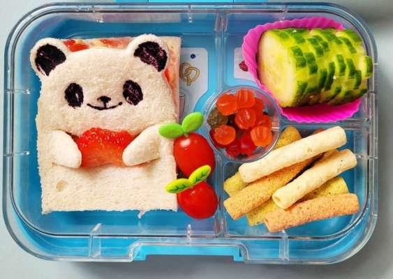 женщина готовит своему ребенку в детский сад оригинальные обеды