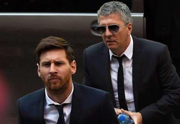Месси с отцом прибыл в Барселону для подписания нового контракта