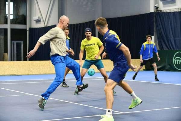 Збірна України з тенісу зіграла в футбол. Фото