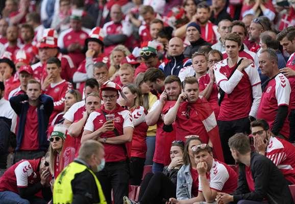 Моторошні кадри. Як футболісти і фанати відреагували на ситуацію з Еріксеном (ФОТОГАЛЕРЕЯ)
