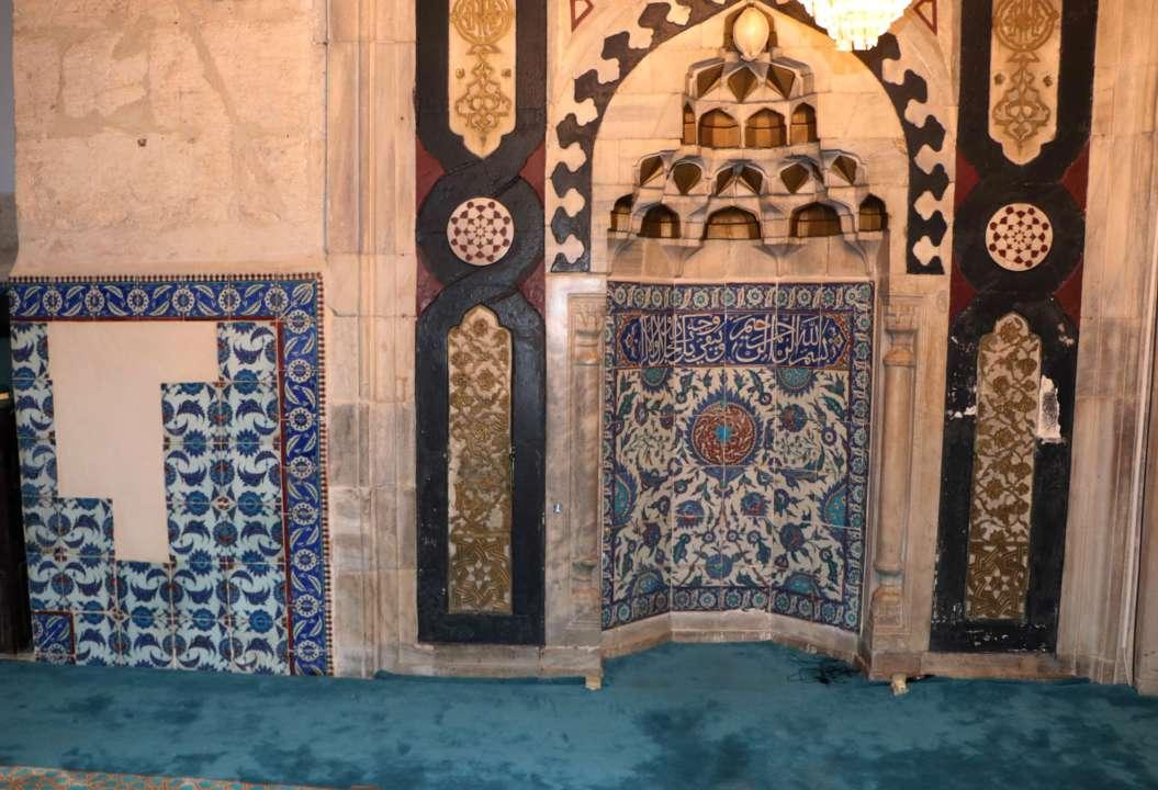 На Лондонском аукционе пытались продать старинную плитку, украденную из мечети