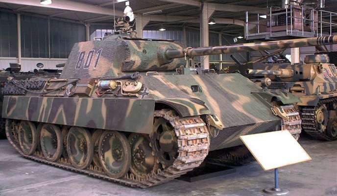 В Германии суд решает, как наказать пенсионера, который хранил в подвале танк и зенитную пушку
