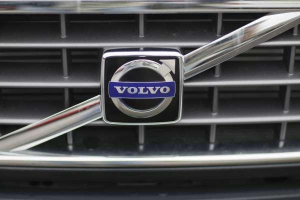 Известный шведский автомобильный бренд сменил логотип