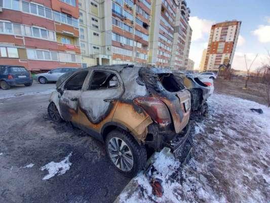 У Харкові вночі згоріли 3 авто. Фото