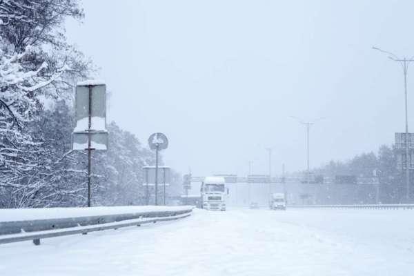 В Киев из-за непогоды не будут пускать грузовой транспорт