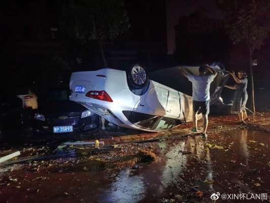 Подбрасывали машины и сравняли с землей целые леса: Китаем прошлись сокрушительные торнадо