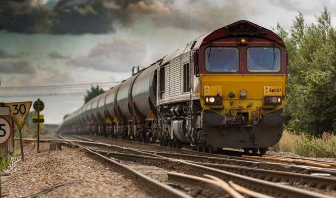 В США сошел с рельсов поезд с химикатами: город вблизи аварии эвакуируют