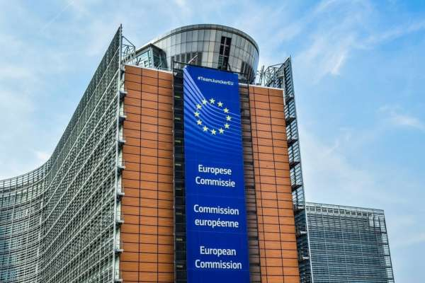 У Євросоюзі хочуть змусити Google та Facebook платити за новини