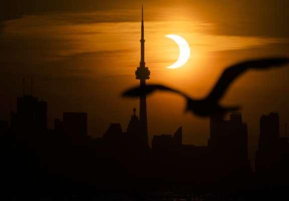 Зовсім інакше, ніж на Землі: супутник показав, як виглядала планета під час затемнення