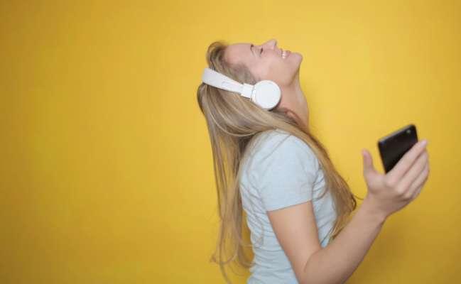 """Пісні, які """"застряють"""" в голові, корисні для мозку"""