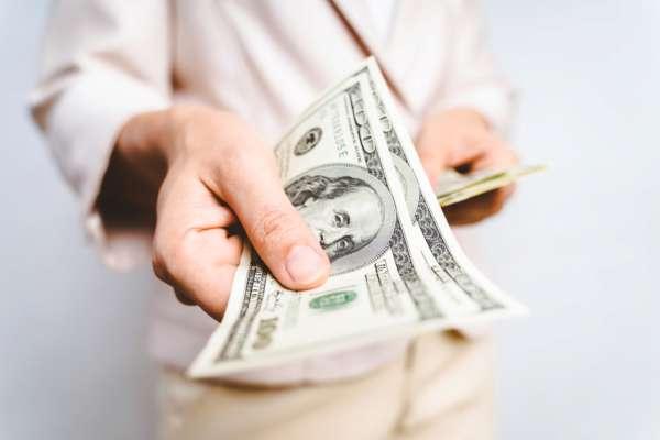 НБУ заявил, какие доллары не подходят для обменников