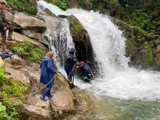 Во Львовской области во время экскурсии на водопаде умер школьник