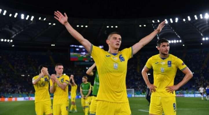 Футболисты сборной Украины сфотографировались с российским рэпером Бастой. Фото