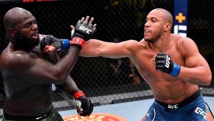 Ган в главном бою UFC Fight Night 186 выиграл у Розенструйка