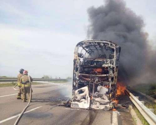 На Одещині вщент згорів пасажирський автобус: у ньому були люди
