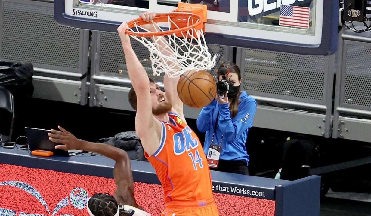 Відео. Данк Михайлюка увійшов в топ-10 моментів дня в НБА