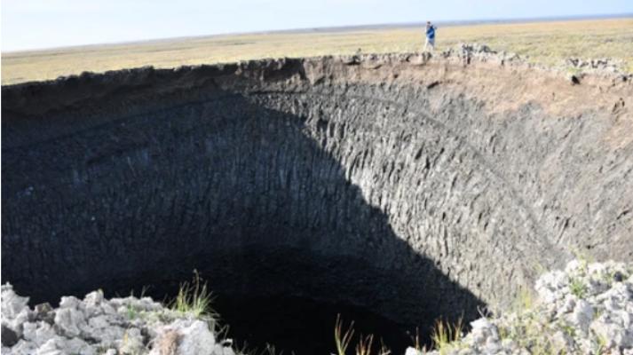 Чому у вічній мерзлоті виникають кратери і чим це загрожує – відповідь вчених