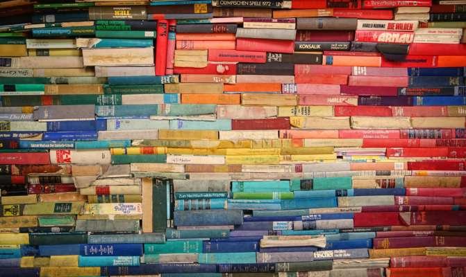 Трохи більше чверті українців регулярно читають книжки – Інститут книги
