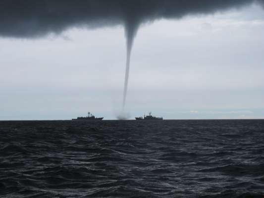 Небезпечні витівки природи: на Одещині по морю пронісся смерч