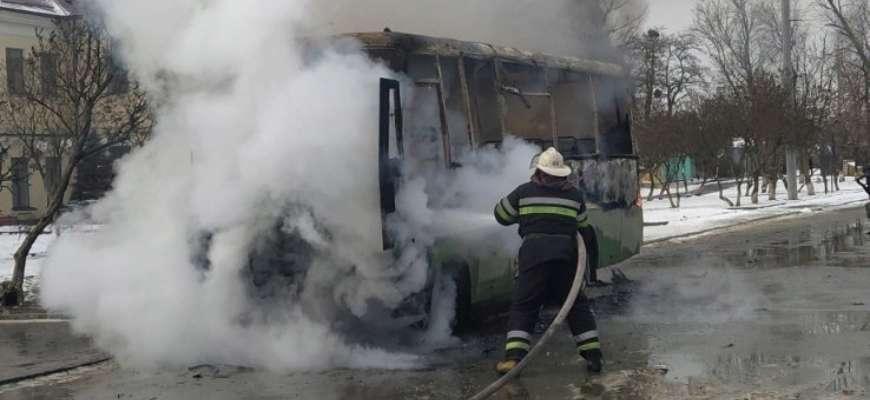 У Харкові загорівся пасажирський автобус. Фото