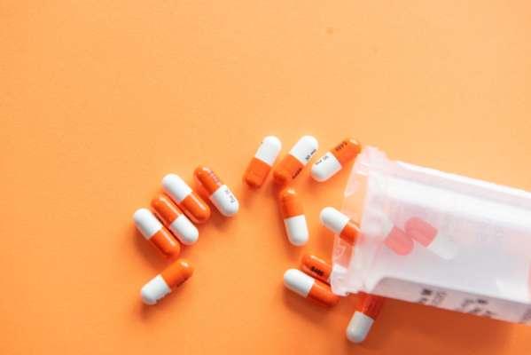 В Украине приняли закон о запрете продажи лекарств детям
