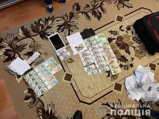 Продавали поддельные доллары. Полиция Житомирской области задержала фальшивовалютчиков
