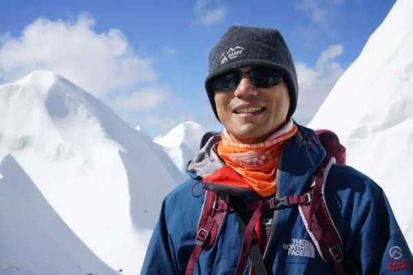 Незрячий китаец покорил вершину Эвереста