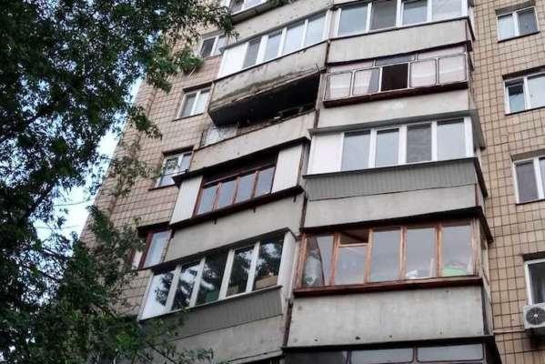 Киевлянин обвалил балкон, на котором занимался садоводством