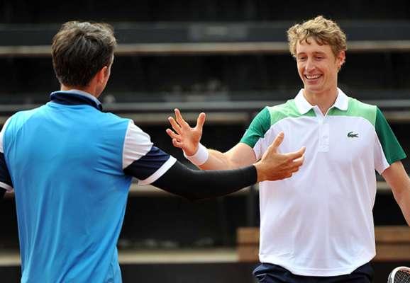 Стаховский в паре выиграл турнир в Праге