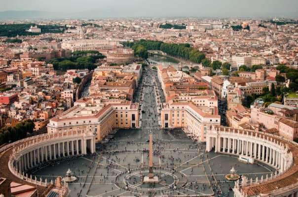 Итальянская художница подала на Ватикан в суд из-за авторских прав