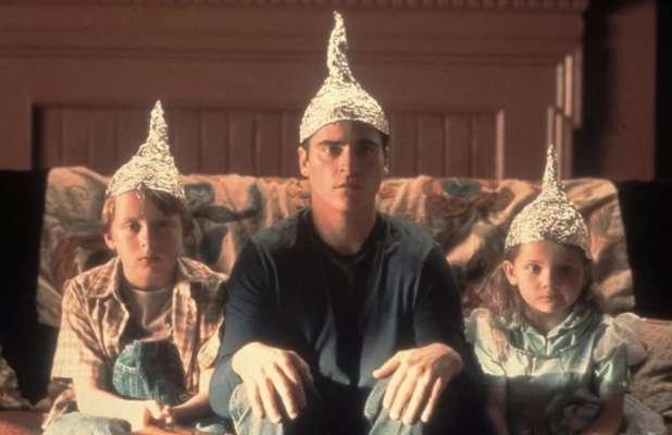 Психологи объяснили, почему некоторые люди верят конспирологическим теориям