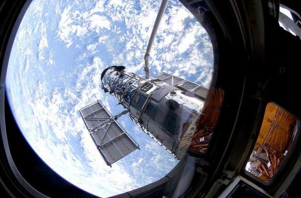 Телескоп Габбл показав далеку галактику в сузір'ї Діви. Фото
