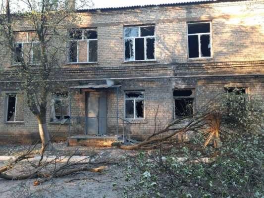 На Донбассе боевики обстреляли больницу, где лежат больные коронавирусом