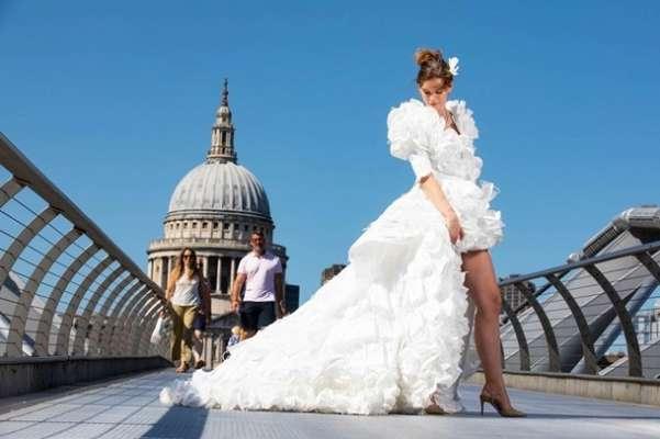 в Великобритании создали свадебное платье из масок