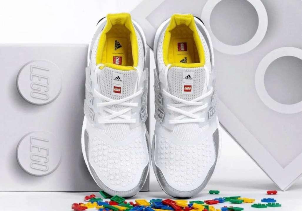 """Adidas создали кроссовки с Lego и персонажем """"Южного парка"""""""