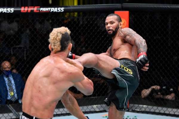 Тиаго Сантос уверенно победил Джонни Уокера на UFC Vegas 38
