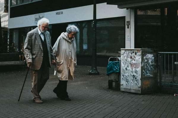 Жили разом 68 років: чоловік, дізнавшись про смерть дружини, помер через 3 дні