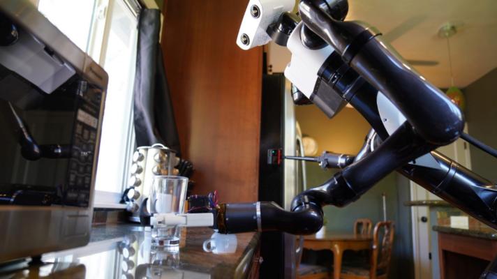 Toyota представила робота-домогосподарку. Відео