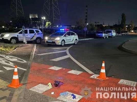 В Киеве водитель грузовика, будучи пьяным, сбил двух людей