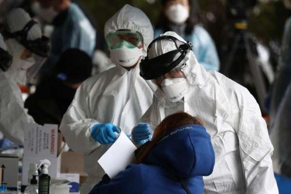 Главный инфекционист США предположил, когда закончится эпидемия коронавируса