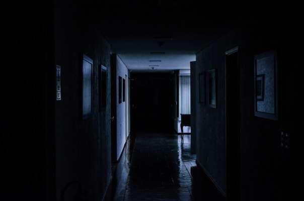Чому люди бояться темряви: відповідь вчених