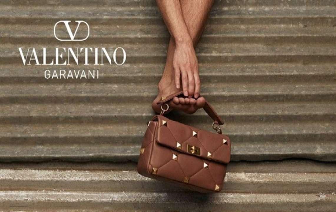 Реклама новой сумки Roman Stud