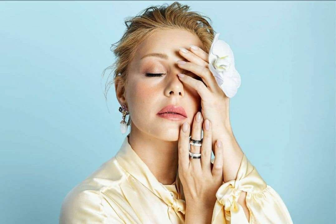 Смело и дерзко: Тина Кароль представила live-концерт в откровенных нарядах