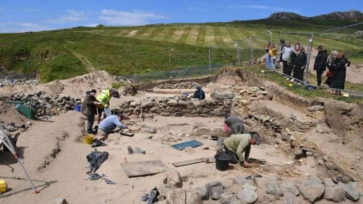 На побережье Уэльса во время раскопок нашли около 200 средневековых скелетов