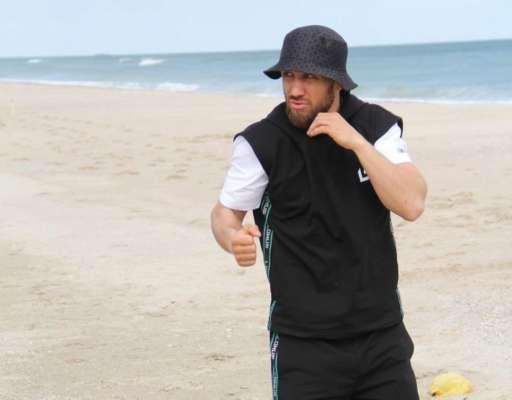 Украинский боксер Ломаченко сменил вид спорта. Видео
