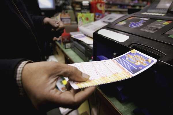 В Германии женщина неделями носила выигрышный лотерейный билет на €33 млн и не подозревала об этом