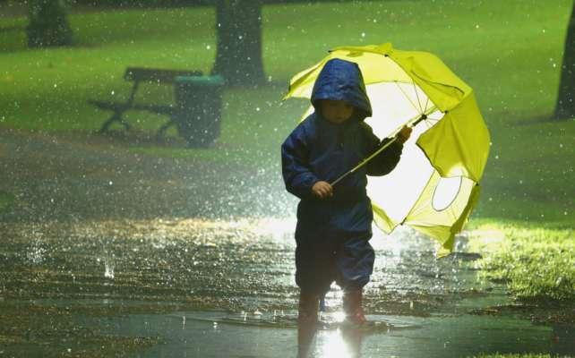 Циклон поступово відступає, але парасолю краще не залишати вдома: прогноз погоди на сьогодні