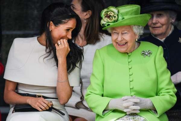 Чи засмучує вас старіння: королева Єлизавета II розсмішила мережу відповіддю на каверзне запитання